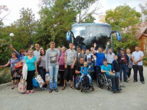 В середине октября люди с инвалидностью и их семьи из разных уголков Вологодчины побывали в Крыму. Всего в путешествие отправились 40 человек. Организаторами автобусной поездки выступили ВРО ОМИ «Ареопаг» и «Объединение больных сахарным диабетом». В течение двух недель молодые инвалиды побывали на морском берегу и посмотрели главные достопримечательности курорта. В том числе посетили: Национальную картинную галерею им. И.К. Айвазовского в Феодосии, Воронцовский дворец в Алупке, Ласточкино гнездо в Крыму. Для многих из них путешествие стало единственной возможностью побывать на море. «Поездка мне очень понравилась, я до этого никогда не видел моря. Больше всего мне запомнилось путешествие на корабле к Золотым воротам в Коктебеле и подъем на гору Ай-Петри, – поделился Александр Смирнов. Молодые инвалиды не только смогли оздоровить свой организм, но и получить массу положительных эмоций. «Многие из участников путешествия почти не выходят на улицу, не говоря уже о дальних поездках. Для них это возможность увидеть мир. Мы благодарим всех тех, кто помог осуществить эту поездку. Это депутат ГосДумы Евгений Шулепов, генерального директора ООО «Инвестстрой» Вячеслава Кремлева, директора ЗАО «Вологодский подшипниковый завод» Александра Эльперина, директора ГК «Мартен» Павла Куницына, председателя регионального отделения «ОПОРА РОССИИ», генерального директора ГК «Бизнес-Софт» Алексея Логанцова, директора ООО «Арника» Федора Суханова», – отметила председатель ВРО ОМИ «Ареопаг» Анна Хрястунова.